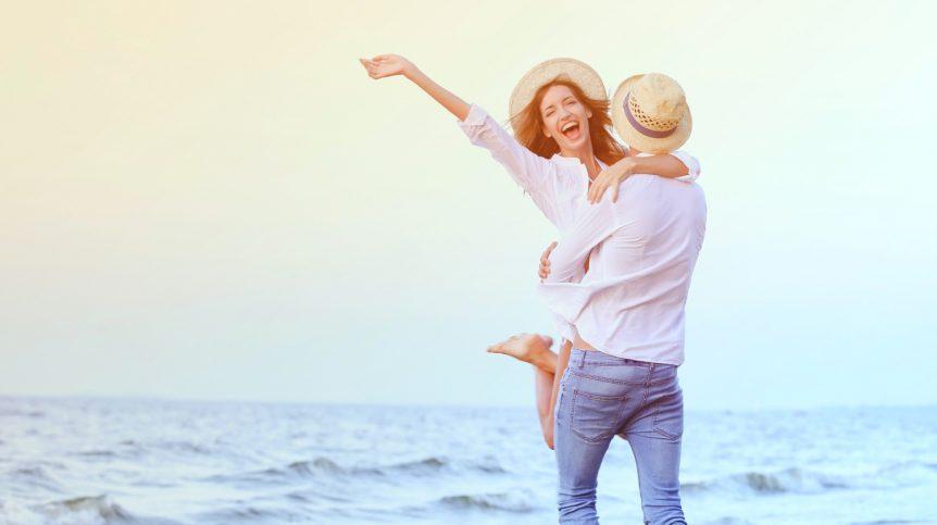 Happy couple on seashore | Do Pelvic Floor Exercises Help Men With Erectile Dysfunction? | pelvic floor exercises men | pelvic exercises for men | Featured